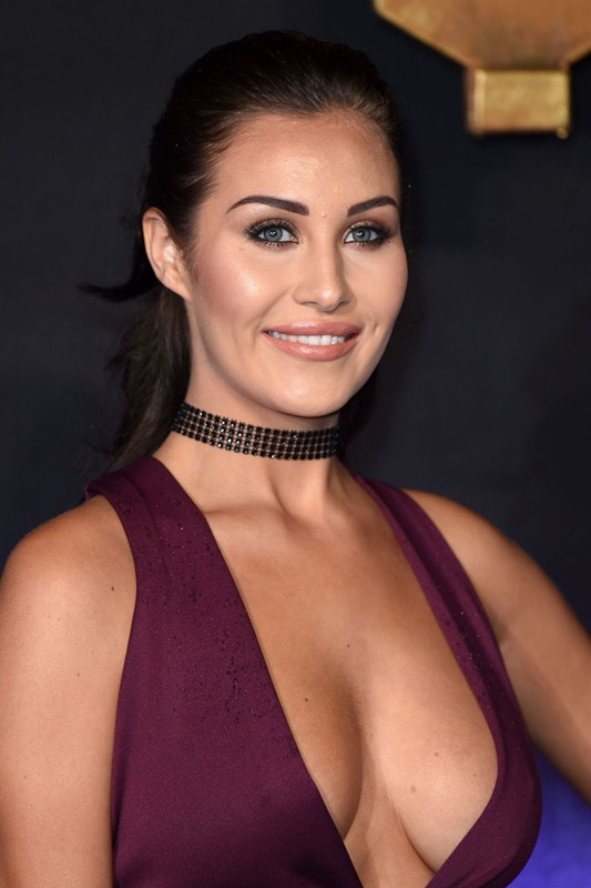 chloe-goodman-deep-cleavage-at-fantastic-beasts-and-where-to-find-them-premiere-london-kanoni-2