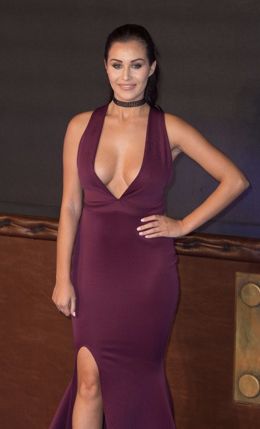 chloe-goodman-deep-cleavage-at-fantastic-beasts-and-where-to-find-them-premiere-london-kanoni-3