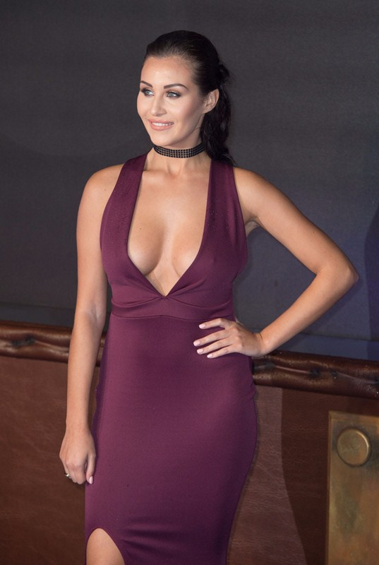 chloe-goodman-deep-cleavage-at-fantastic-beasts-and-where-to-find-them-premiere-london-kanoni-4