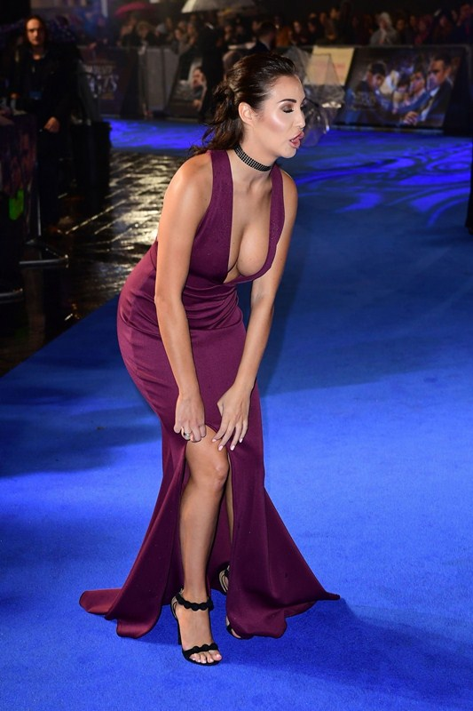 chloe-goodman-deep-cleavage-at-fantastic-beasts-and-where-to-find-them-premiere-london-kanoni-6