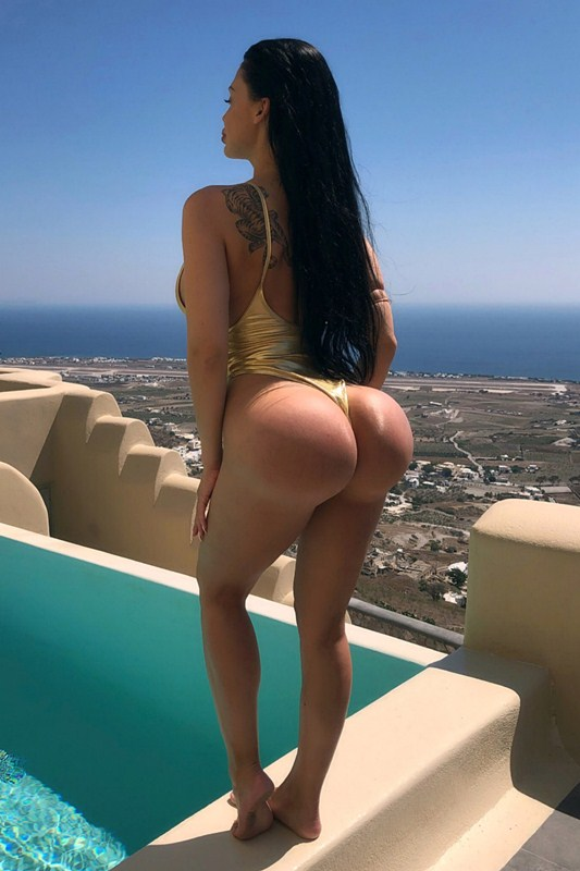 https://www.kanonitv.net/wp-content/uploads/2018/07/Aletta-Ocean-Hot-Gold-Swimsuit-Vacation-Pool-Santorini-Kanoni-4.jpg