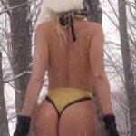 Η Ασημίνα Ιγγλέζου κάνει σκί με καυτό μαγιώ στα χιόνια!